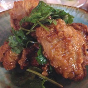 Canh ga chien nuoc mam - crispy chicken wings, fish sauce, red chilli, mint
