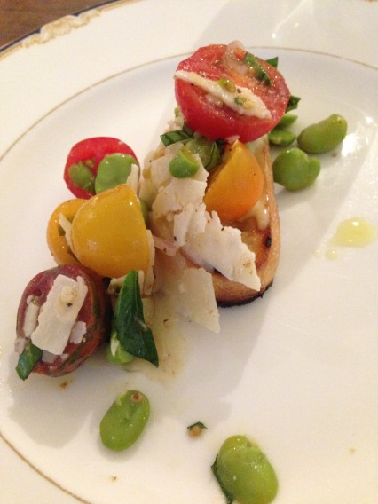 Bruschetta of cherry tomatoes with broad beans and pecorino cheese