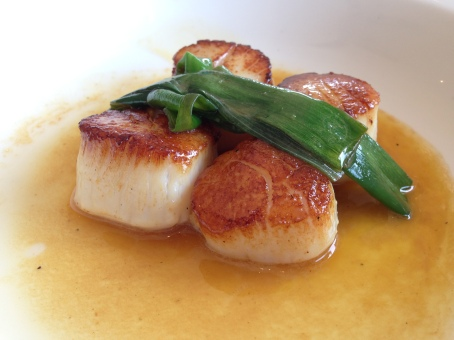 Pan seared scallops with spring onion