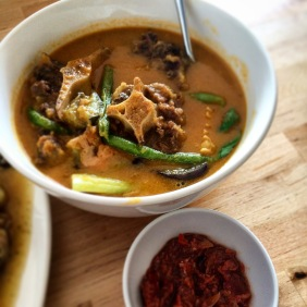 Kare-Kare - Ox tail and tripe stew in peanut sauce served with shrimp paste