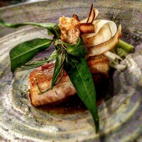 Jungle curry of wild ginger pork with crackling