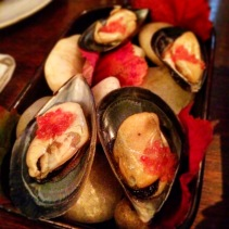 Mussels with finger lime